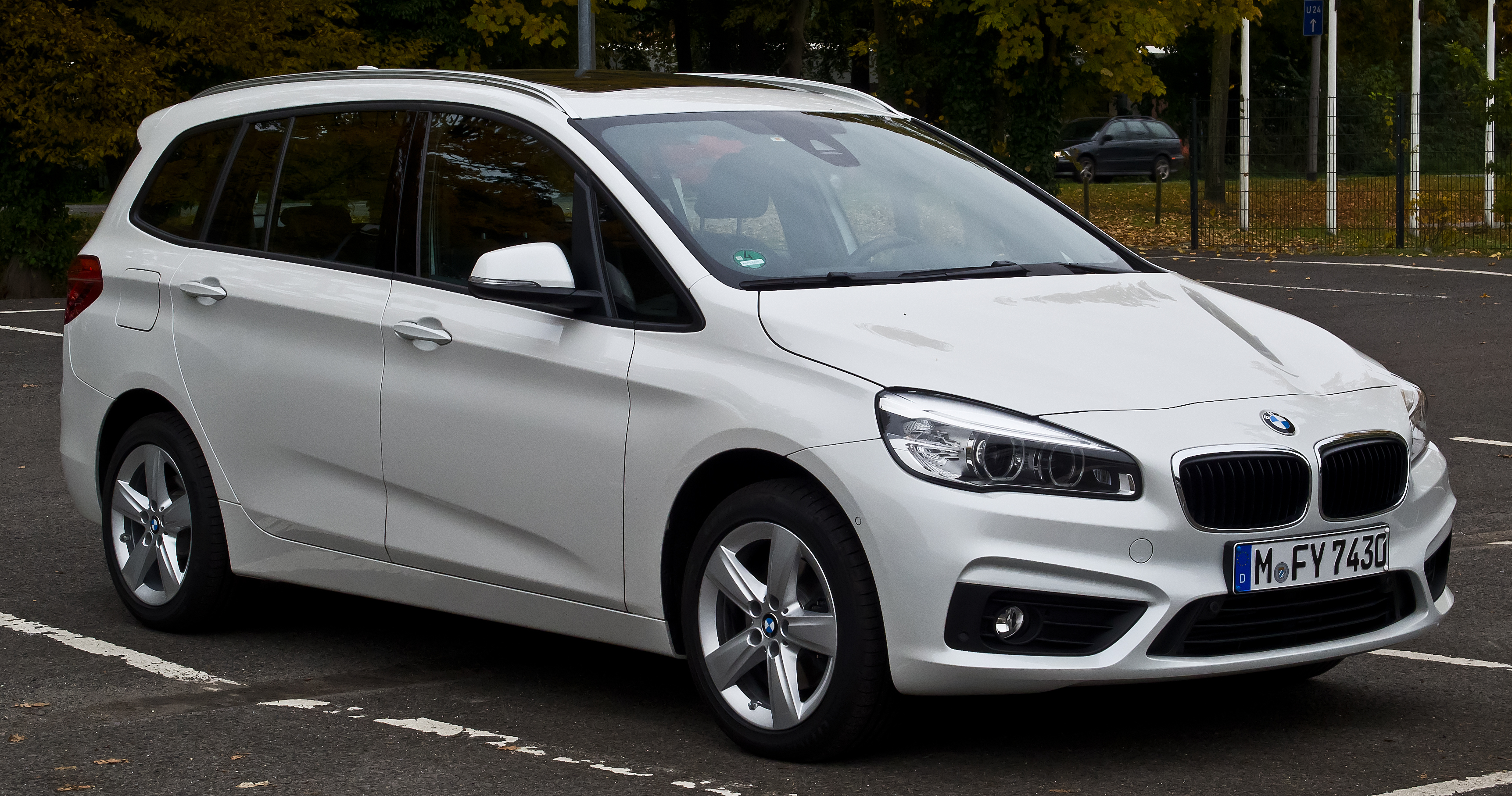 Bmw 220i gran tourer m sport package 2015 wallpapers and hd images -  Bmw 2 Series Gran Tourer Auto Express