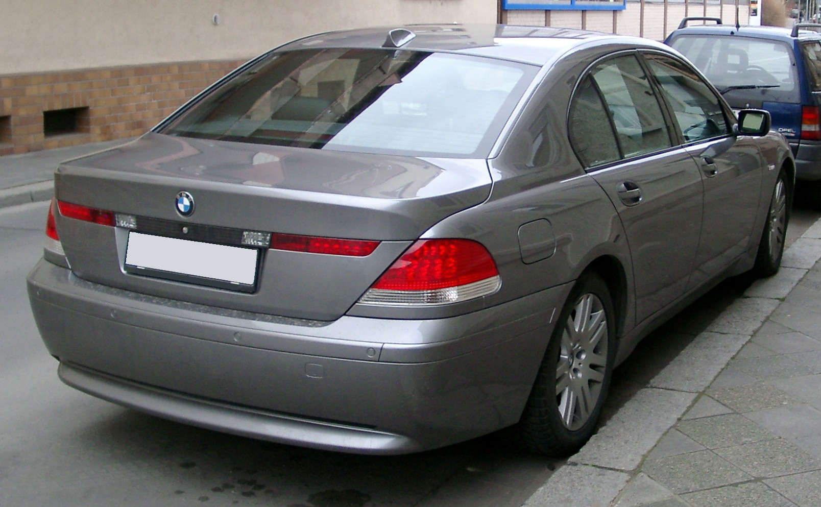 [Immagine: BMW_E65_rear_20080121.jpg]