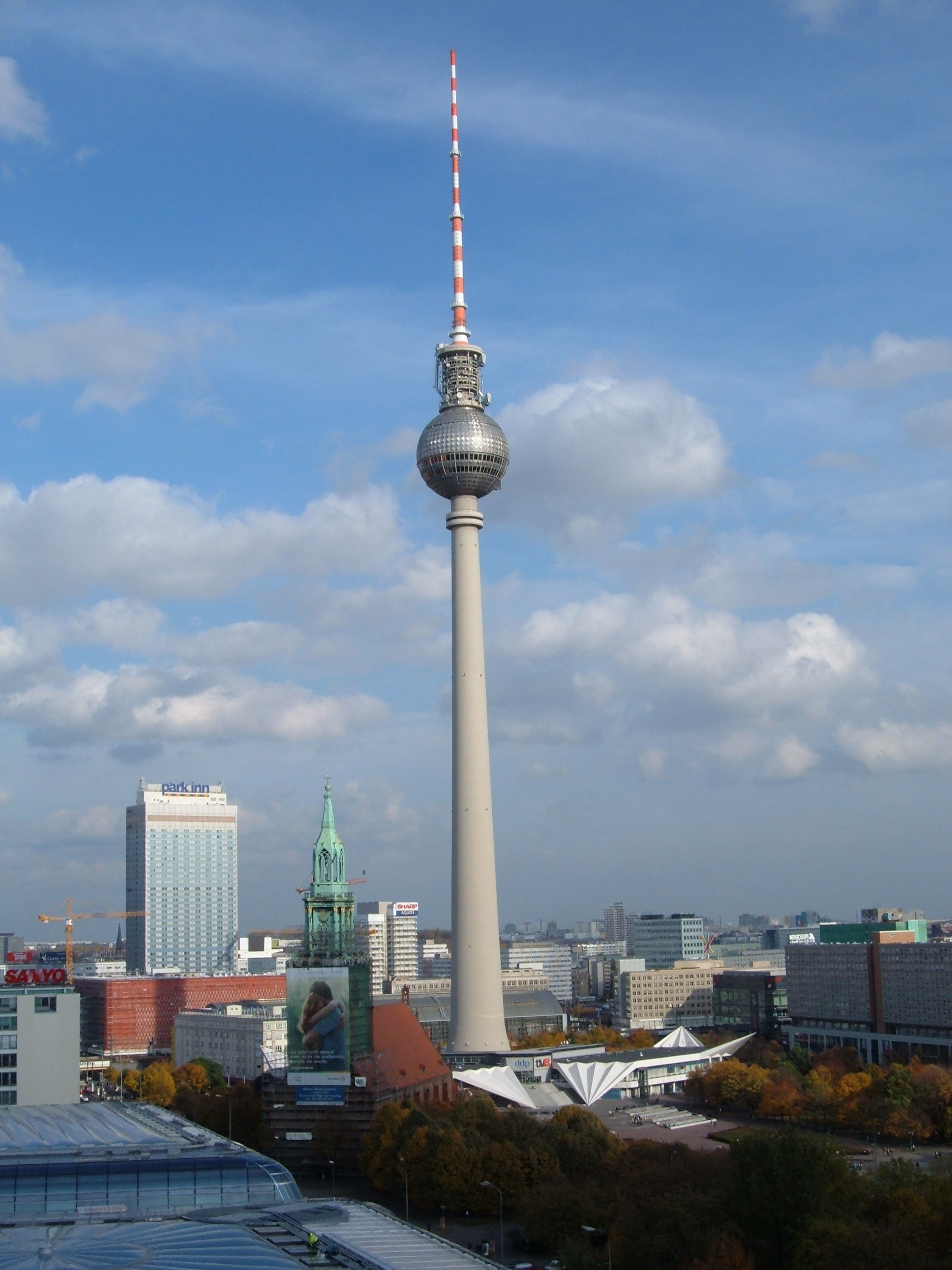 file berliner fernsehturm from berliner dom jpg wikimedia commons. Black Bedroom Furniture Sets. Home Design Ideas