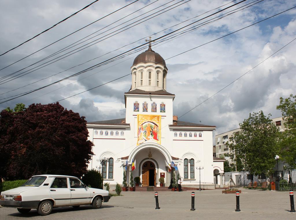 Fişier:Biserica giurgiu.JPG