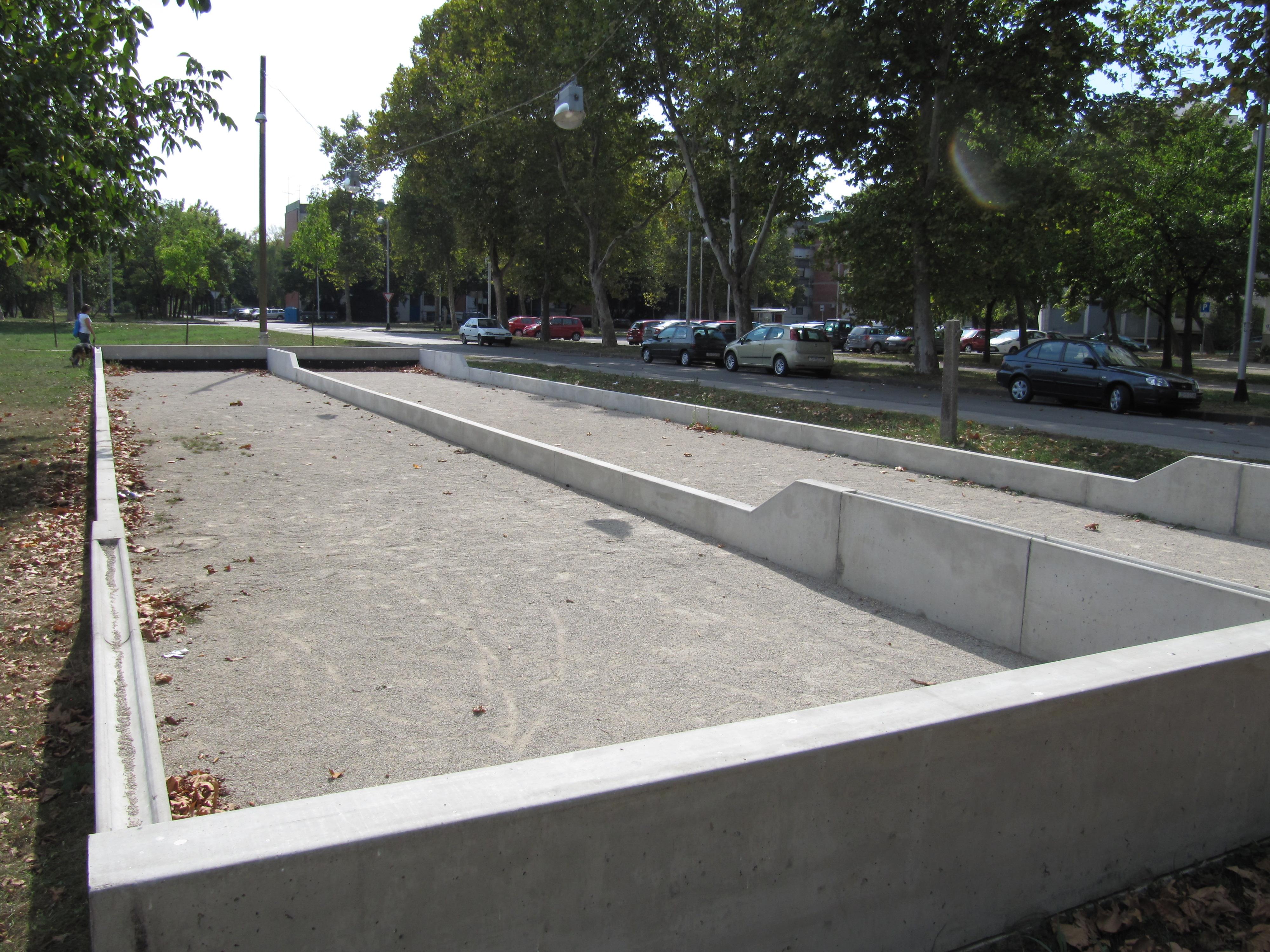 File bocce court dugave 20110918 wikimedia commons for Quel gravier pour terrain de petanque