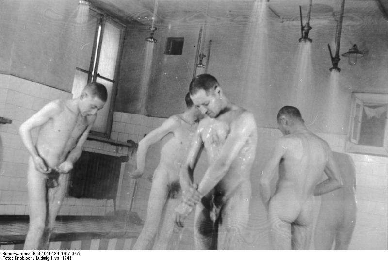 http://upload.wikimedia.org/wikipedia/commons/4/4d/Bundesarchiv_Bild_101I-134-0767-07A%2C_Polen%2C_Ghetto_Warschau%2C_Duschen.jpg