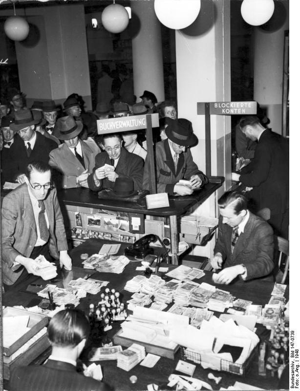 Währungsreform 1948, Umtauschstelle in Hamburg, Foto Bundesarchiv