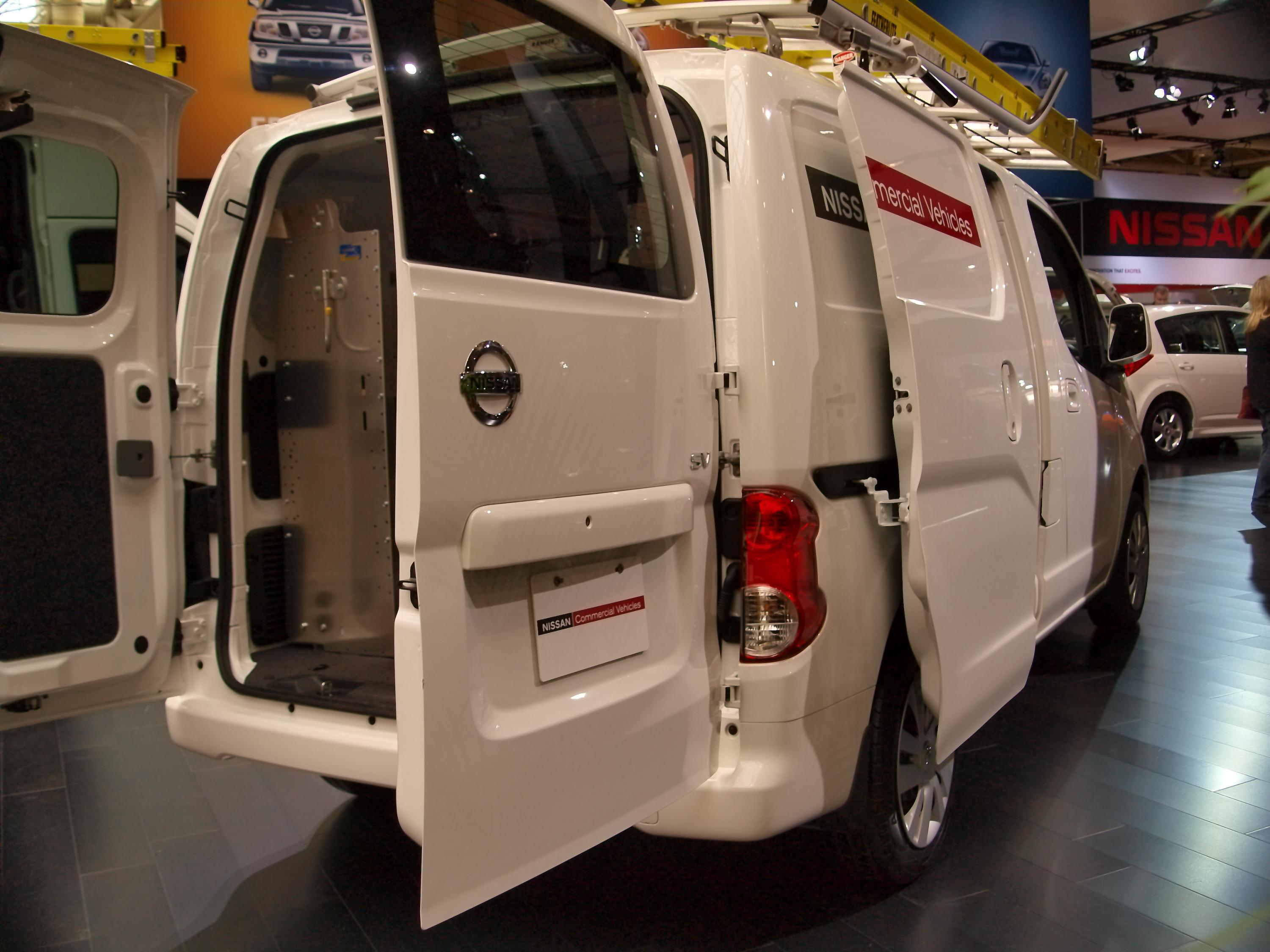 file cias 2013 nissan nv200 compact cargo 8499375786 jpg wikimedia commons. Black Bedroom Furniture Sets. Home Design Ideas