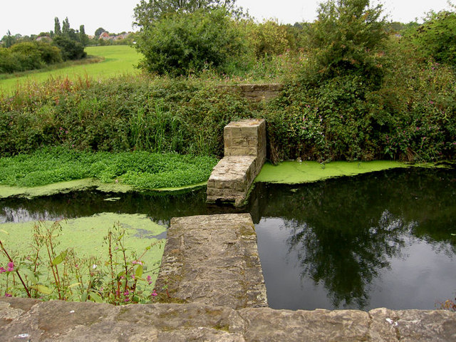 Canal gate position^ - geograph.org.uk - 550478