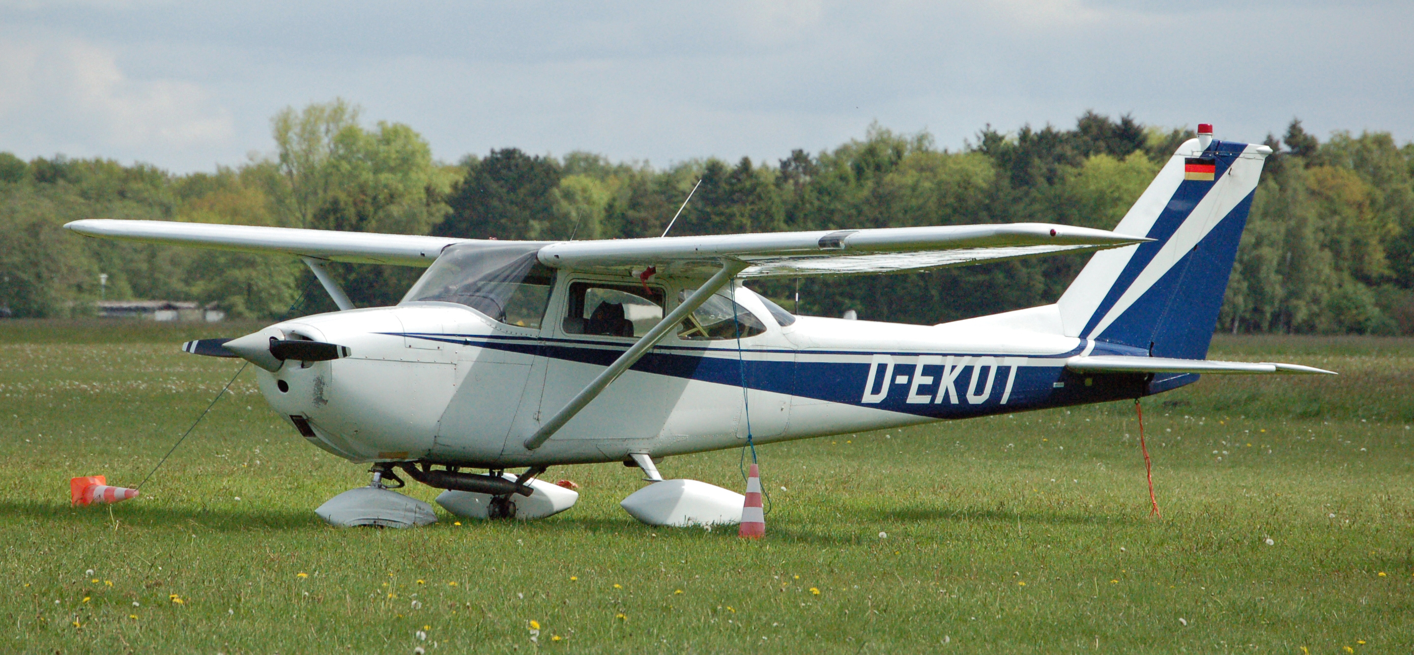 com 172 49 cessna 172 / skyhawk aircraft available --- click for listing --- planecheck usa - europe - worldwide.