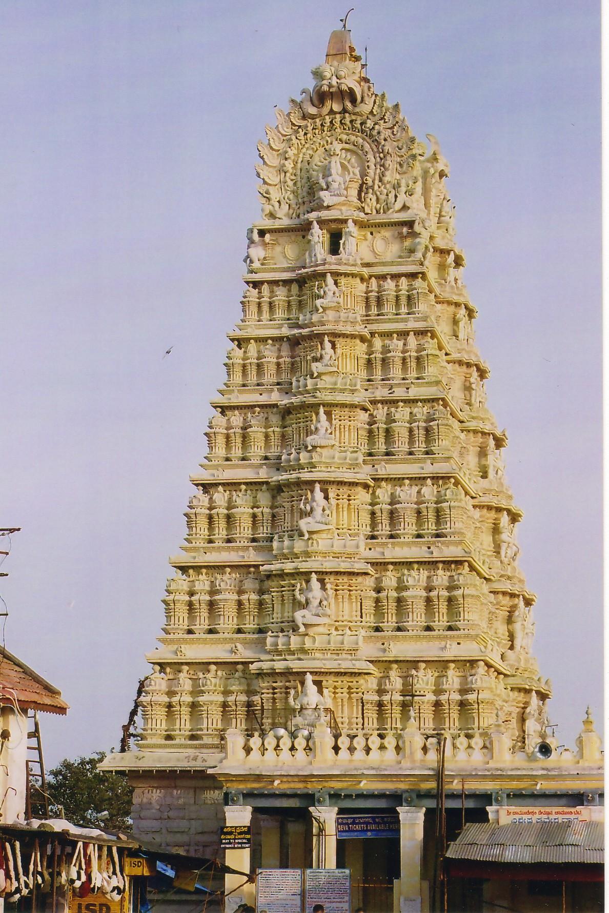 File:Chamundeshwari Temple Mysore 2.jpg