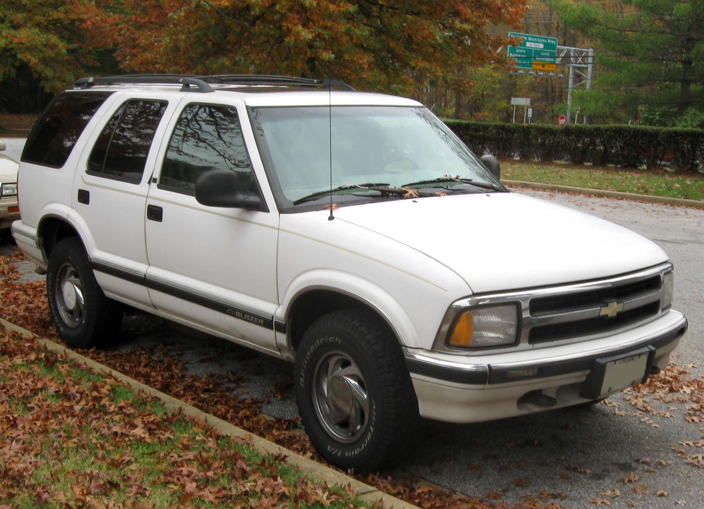 File:Chevrolet S-10 Blazer -- 10-30-2009.jpg - Wikimedia Commons on 96 s10 engine, s10 v8 engine swap, s10 v6 engine, 1999 ford taurus 3.0 engine, s10 2.2l engine,