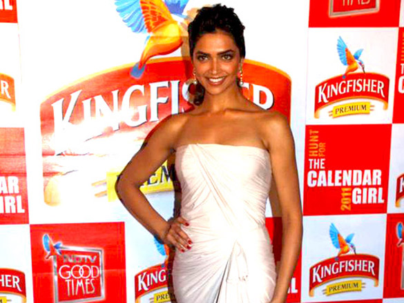 File Deepika And Siddharth Mallya At Kingfisher Calendar Girl 2011 2 Jpg Wikimedia Commons