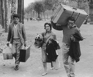 Emigrantes By Xavier Miserachs [GFDL (http://www.gnu.org/copyleft/fdl.html) or CC-BY-SA-3.0-2.5-2.0-1.0 (https://creativecommons.org/licenses/by-sa/3.0)], via Wikimedia Commons