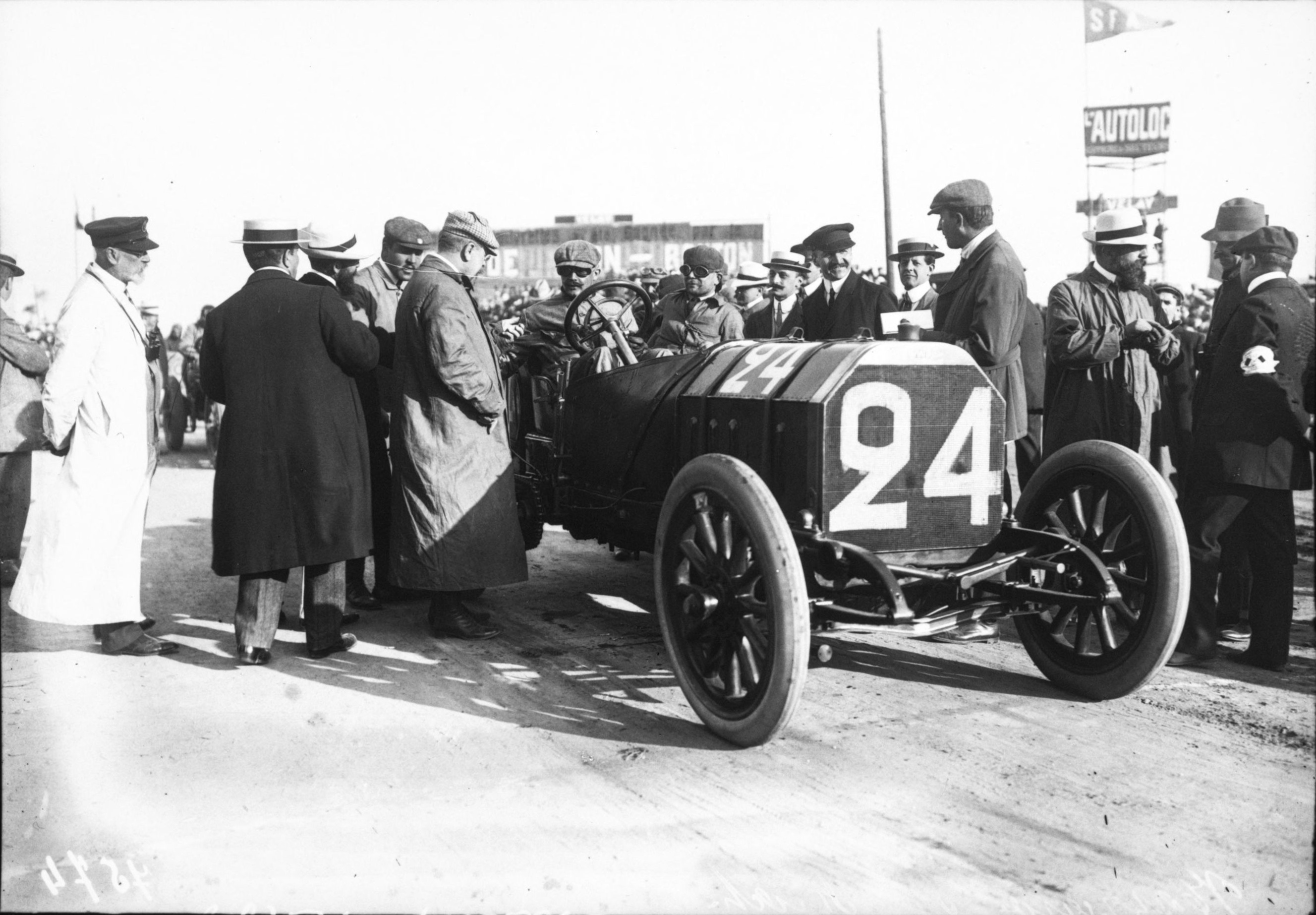 file felice nazzaro in his fiat at the 1908 french grand prix at dieppe 2 jpg wikimedia commons. Black Bedroom Furniture Sets. Home Design Ideas