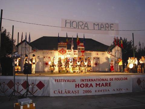 Fişier:Folklorehoramare.jpg