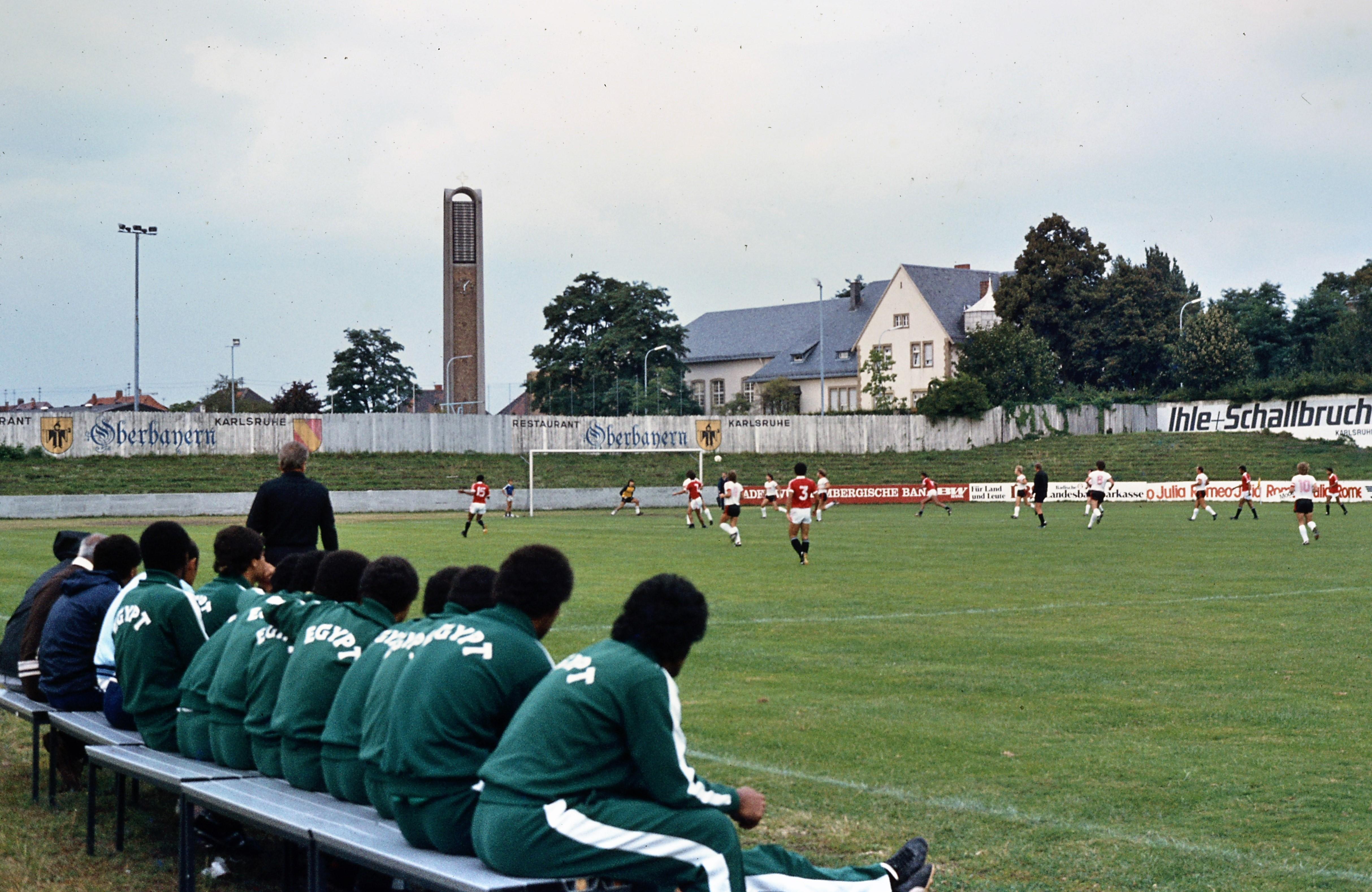 Datei:Freundschaftsspiel zwischen dem Karlsruher FV und der ägyptischen Fußballnationalmannschaft.jpg