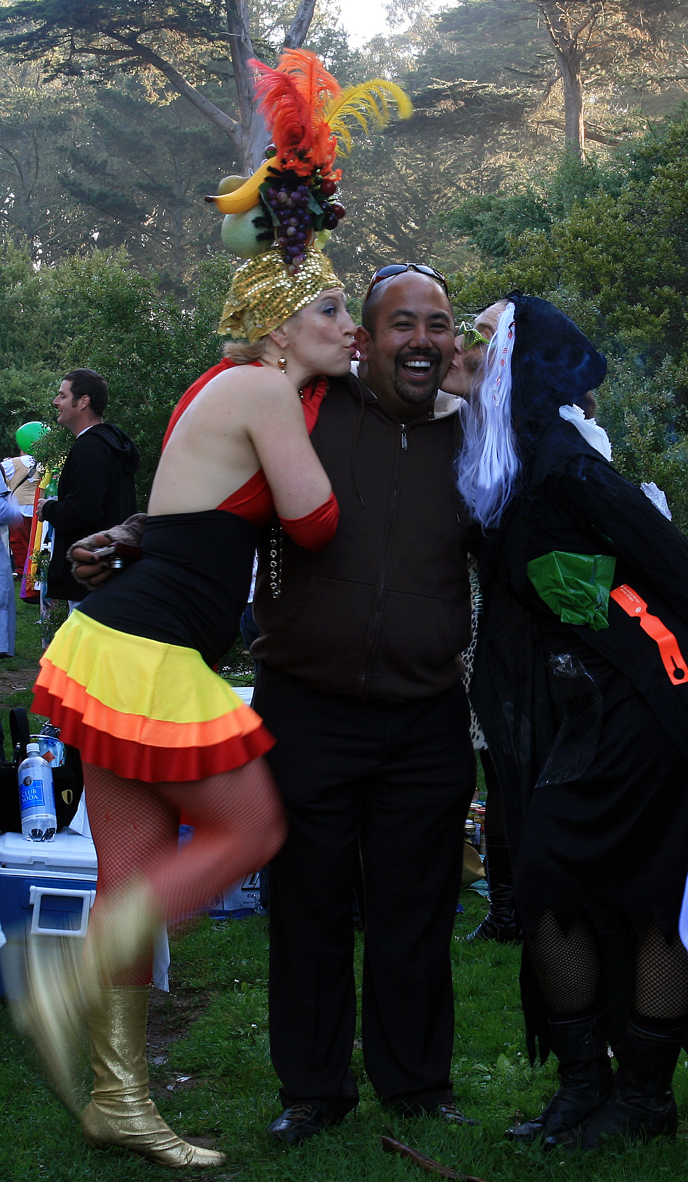 File:Halloween party in Golden Gate Park 1.jpg - Wikimedia Commons