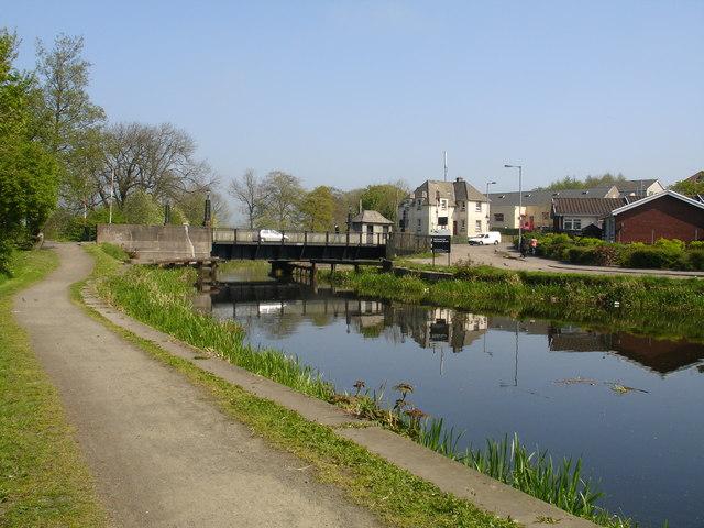 Hillhead Swing Bridge - geograph.org.uk - 422498