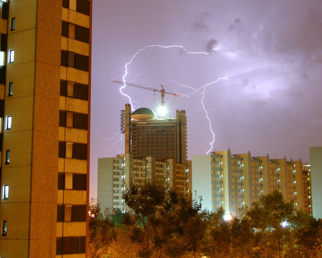File:Hospitalet.Tormenta.Electrica.jpg - Wikimedia Commons