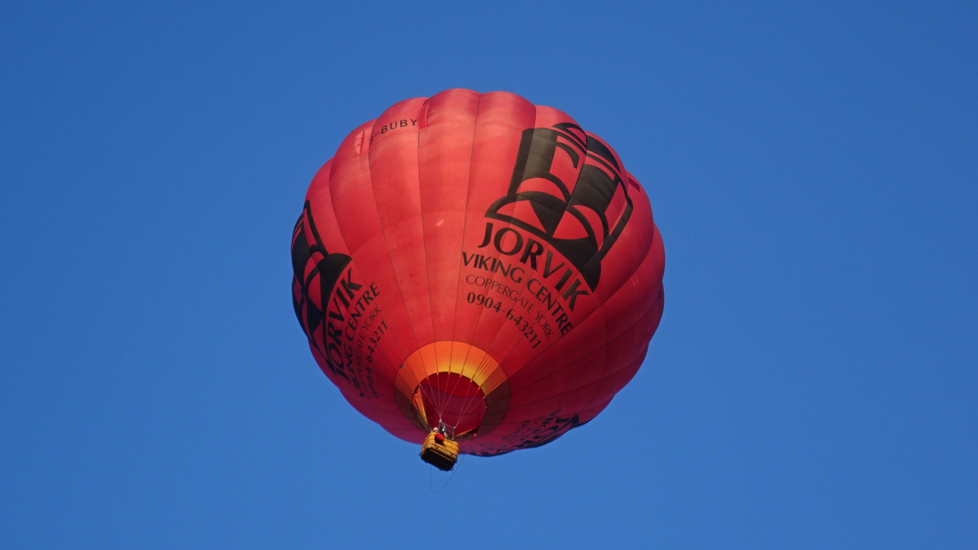 File:Hot air balloon in flight, Strathaven Balloon Festival