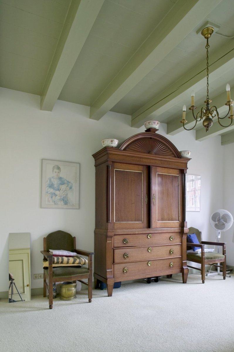 Bestand:Interieur, antieke kast in slaapkamer op de eerste ...