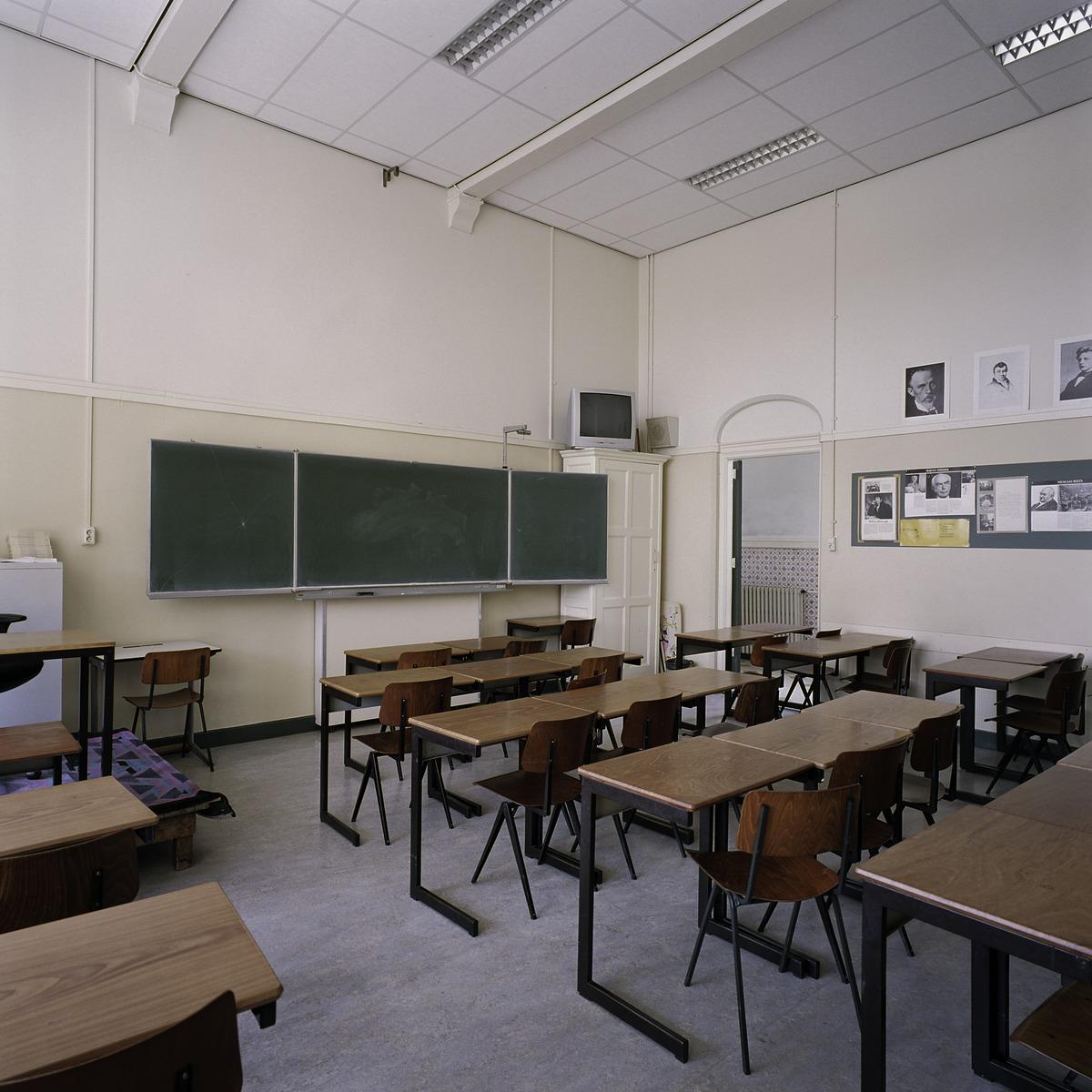 File interieur overzicht van een klaslokaal 39 s for Interieur leuven