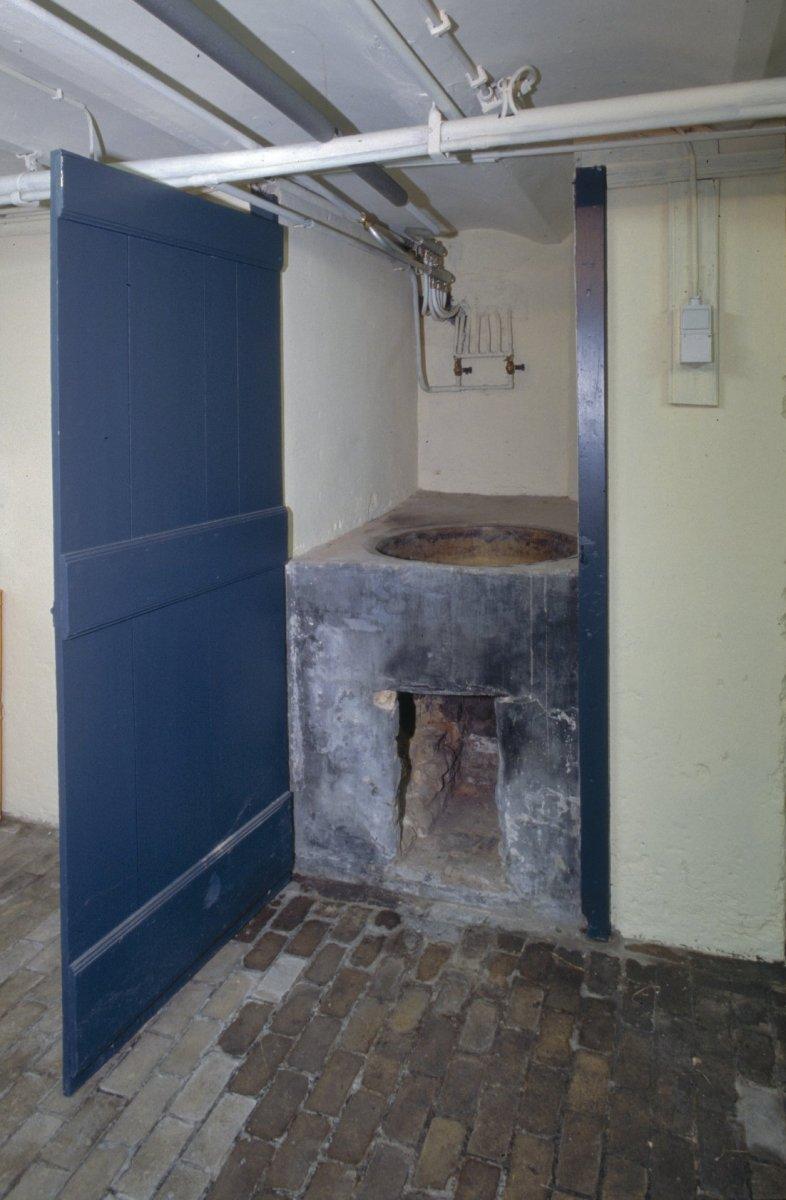 File interieur kelder natuurstenen waskuip herenhuis for Herenhuis interieur