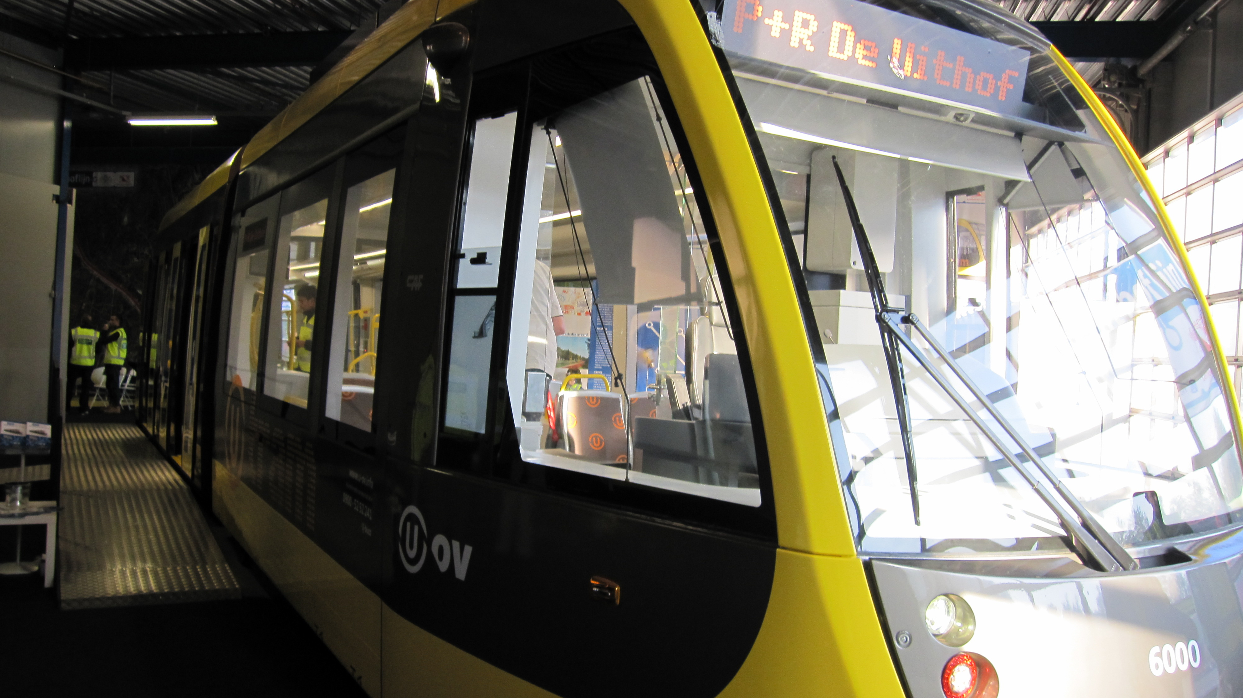 Bestand interieur mock up tram uithoflijn 1 jpg wikipedia for Interieur up