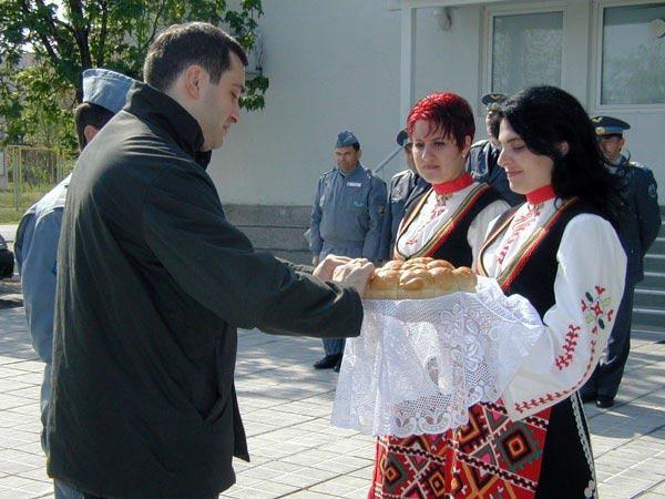 File:Irakli Alasania is given a traditional Bulgarian welcome at Graf Ignatievo Air Base (April 2004).JPG