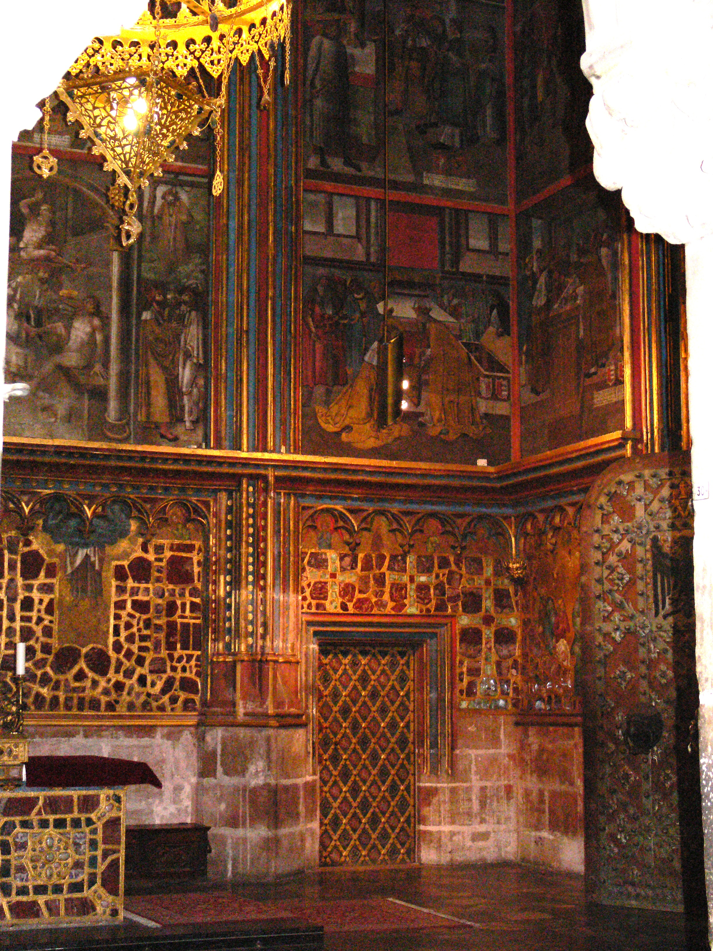 http://upload.wikimedia.org/wikipedia/commons/4/4d/Korunni_komora_dvere.JPG
