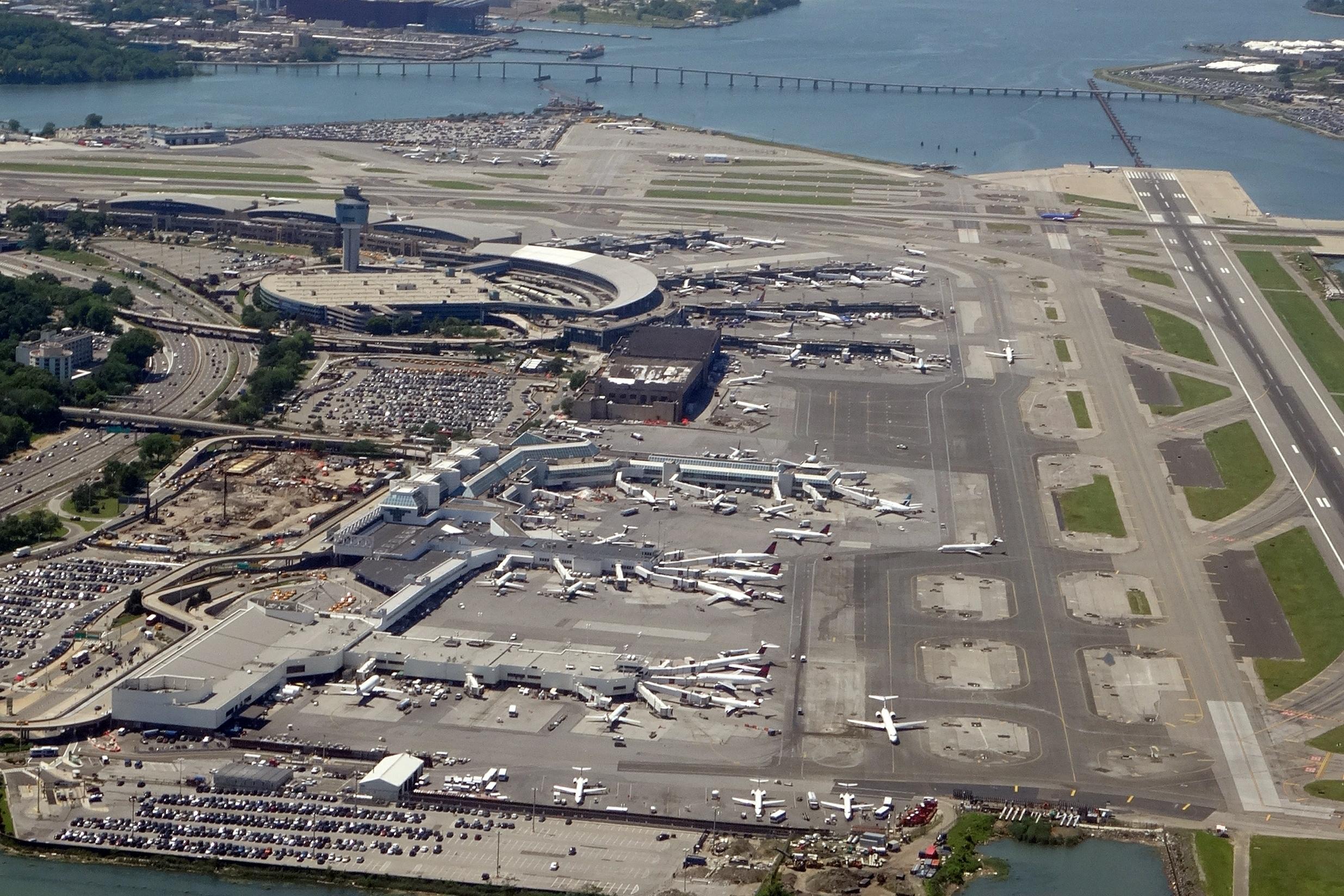 Aeroporto New York La Guardia : File lga airport la guardia new york from flight buf