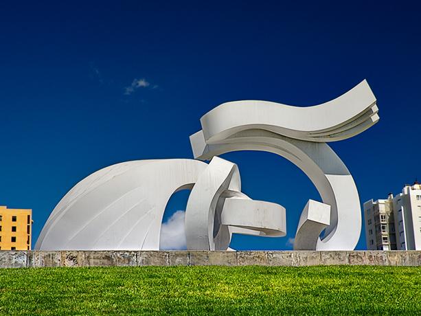 http://upload.wikimedia.org/wikipedia/commons/4/4d/Lady_Harimaguada-Chirino-Las_Palmas_de_Gran_Canaria.jpg