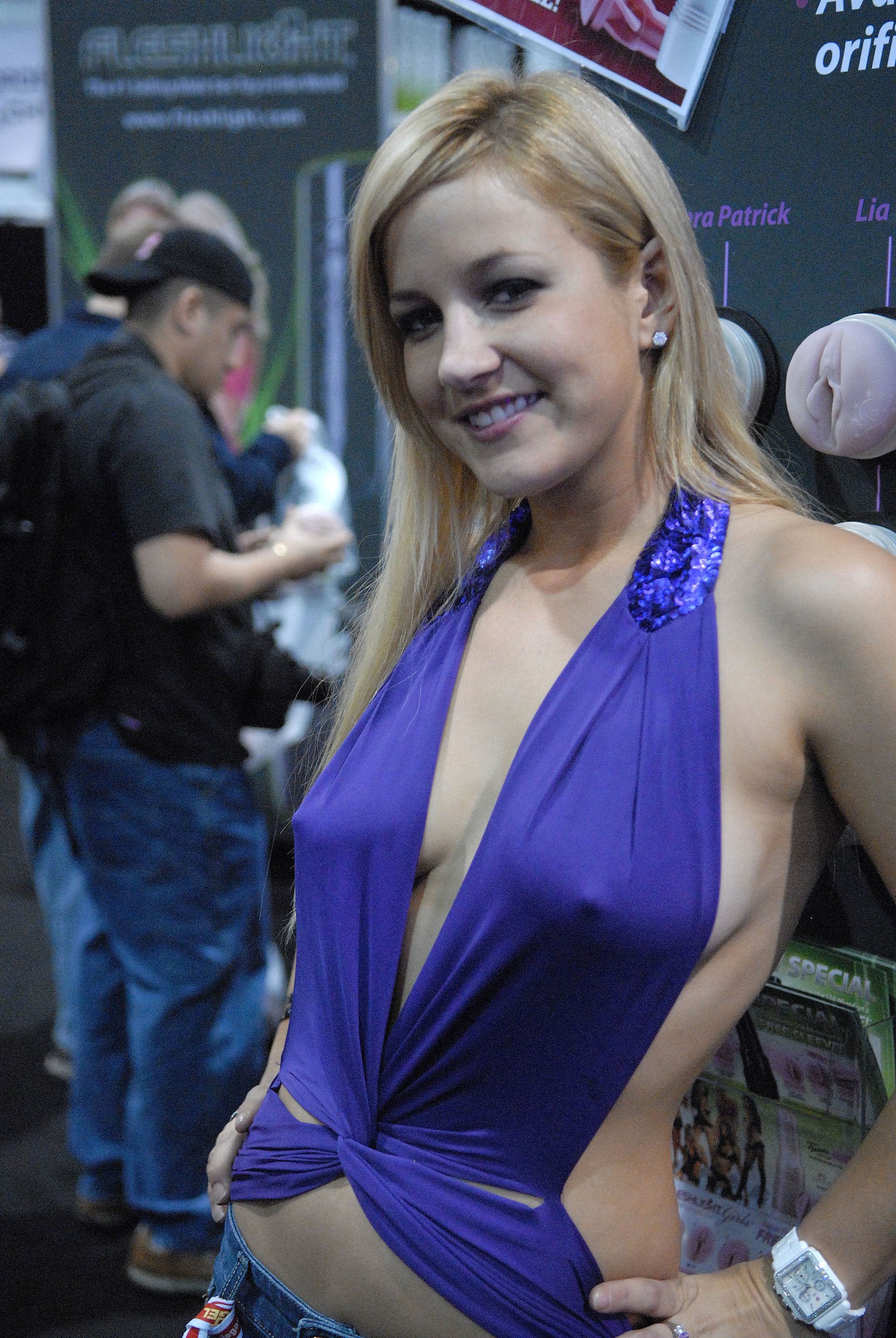 Description Lia at AVN Adult Entertainment Expo 2009.jpg