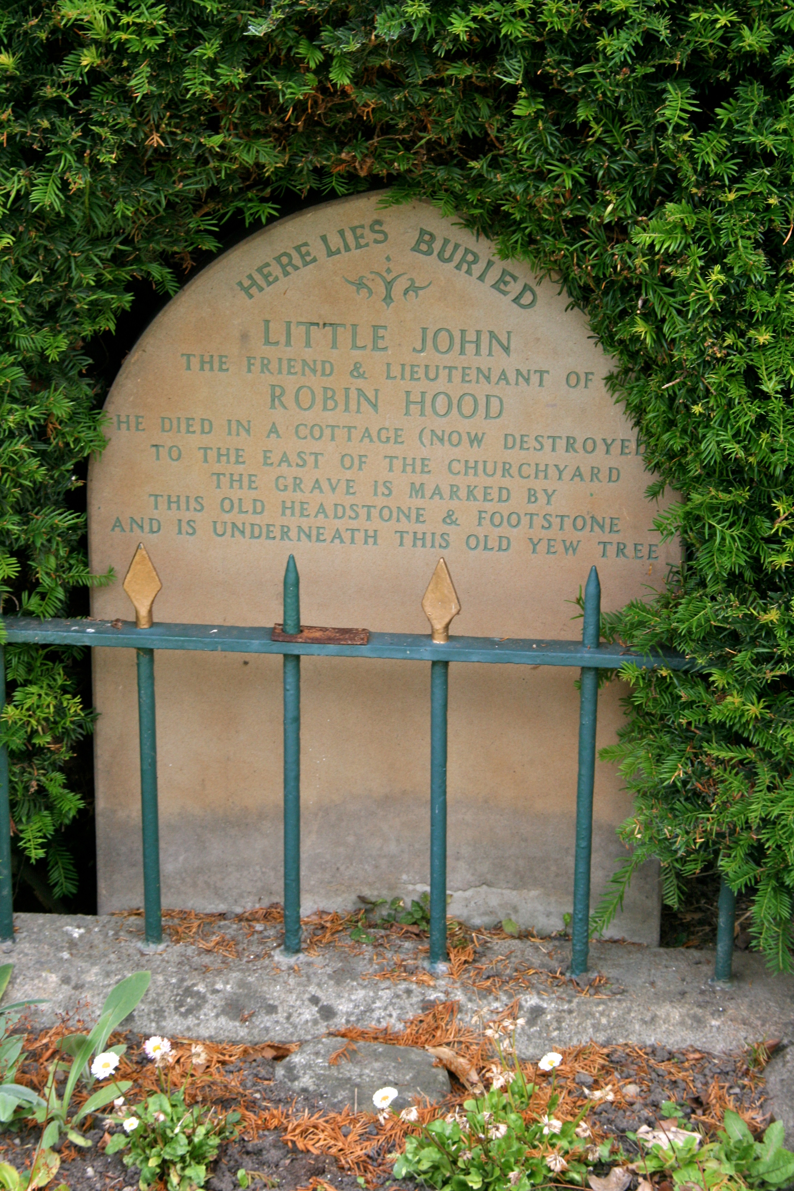 https://upload.wikimedia.org/wikipedia/commons/4/4d/Little_John%27s_Grave%2C_Hathersage_1.jpg