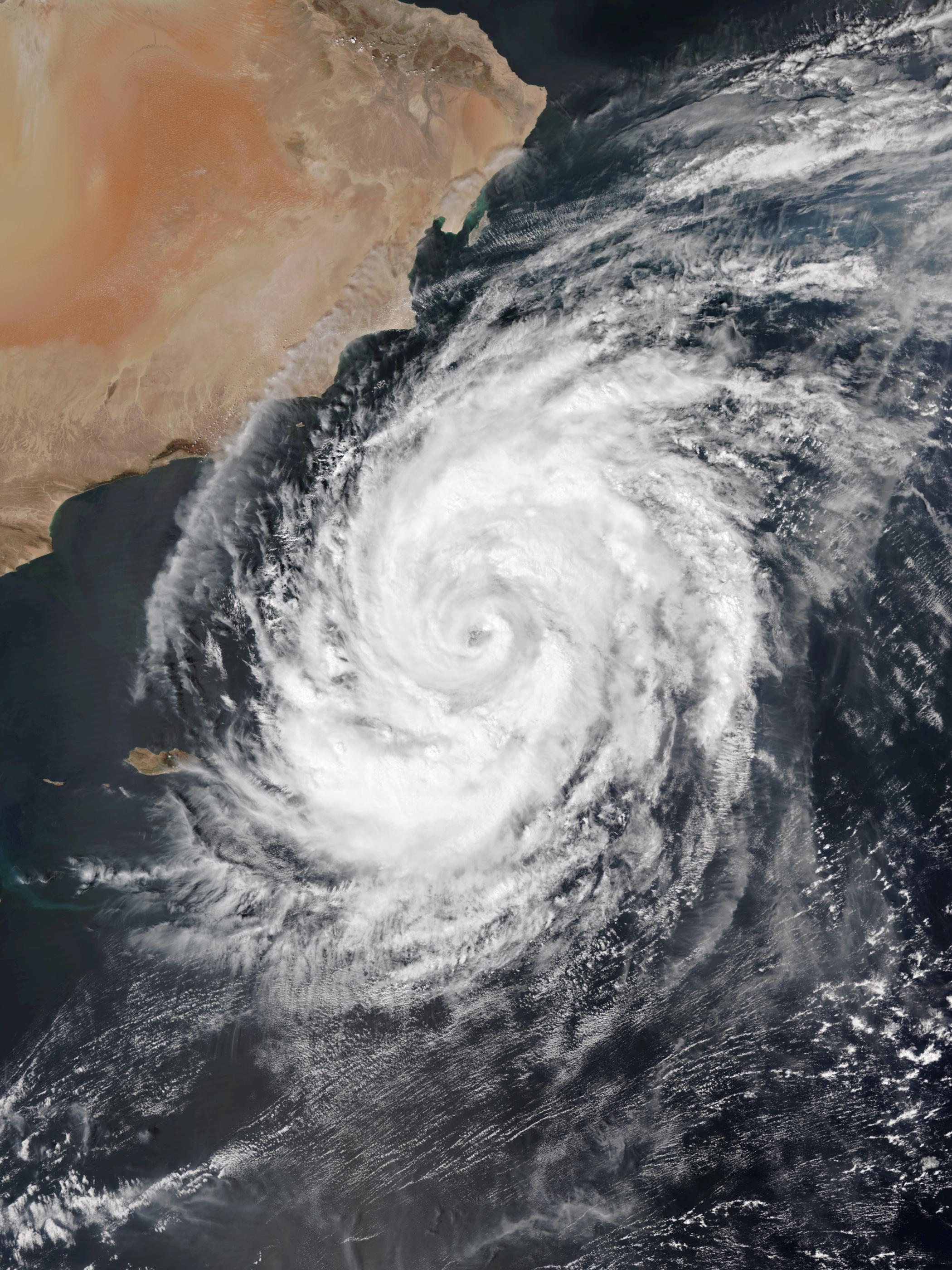 Cyclone Luban - Wikipedia
