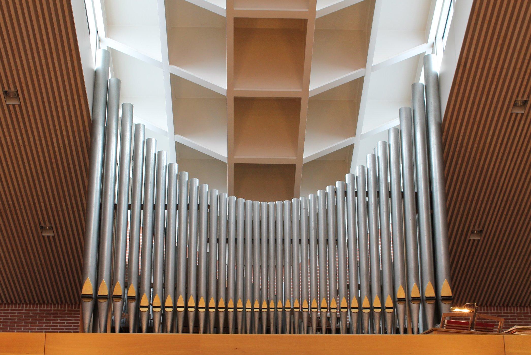 Datei:Muenchen St Katharina von Siena Orgel.jpg – Wikipedia