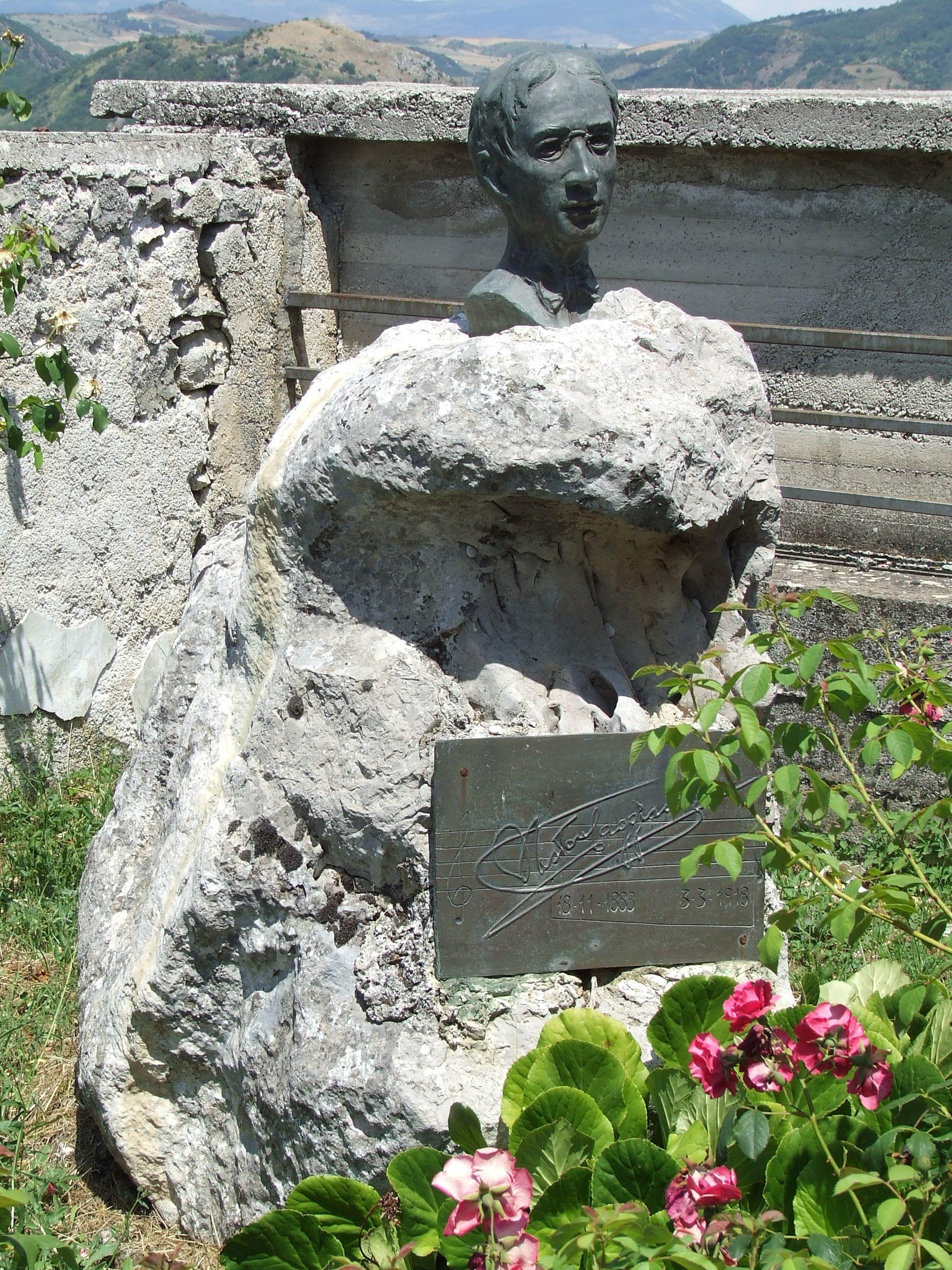 Monumento funebre di Nestore Caggiano