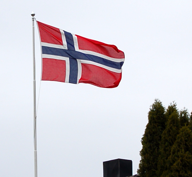 Bilde:Norwegian flag in wind.jpg
