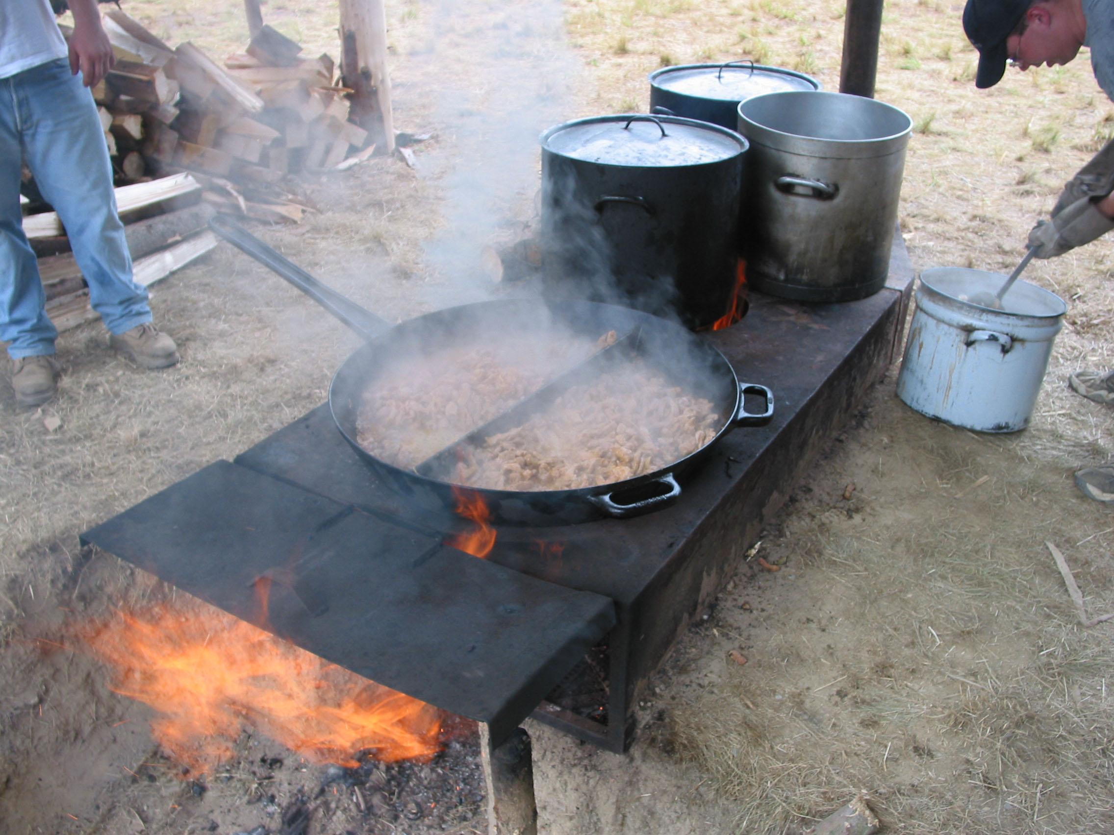 File ofen zum kochen jpg wikimedia commons - Keramiktopfe zum kochen ...