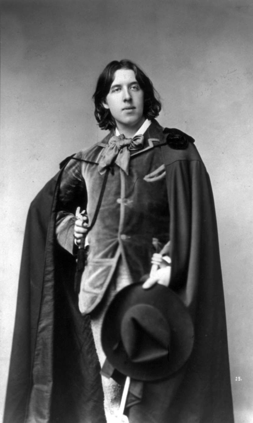 Oscar Wilde with cape and hat by Sarony