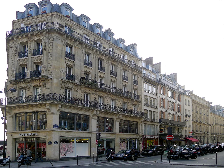 Rue Jean Jacques Rousseau Paris