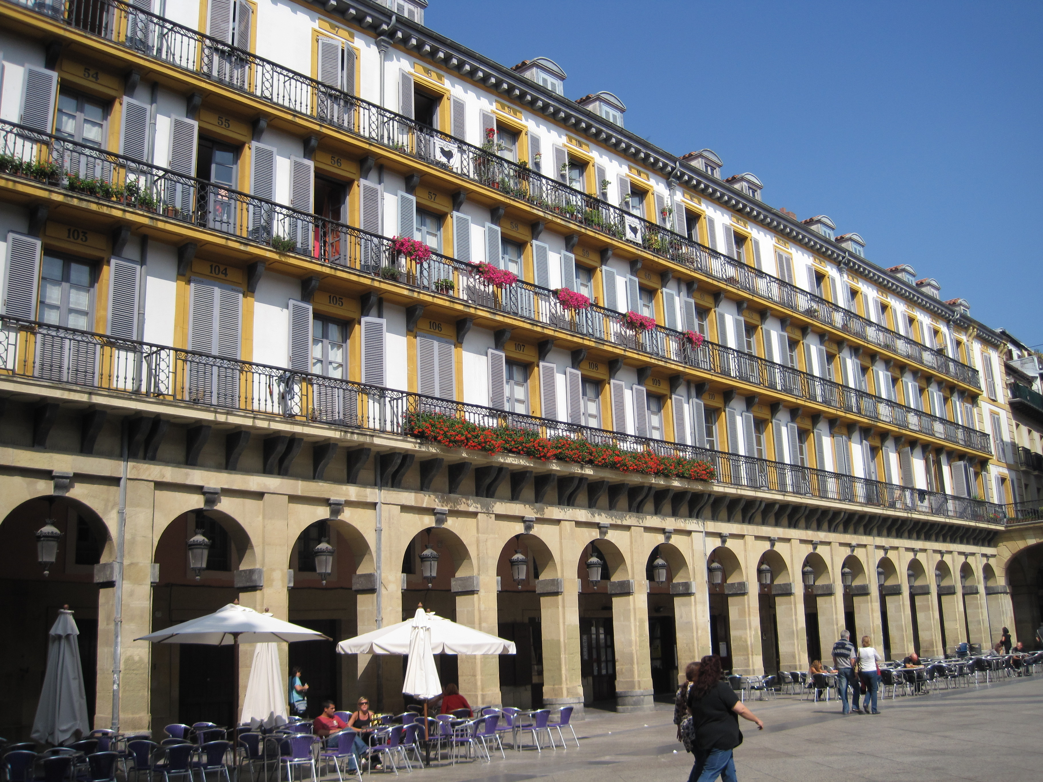 File:Plaza de la Constitución-Konstituzio Plaza. San Sebastian-Donostia, Guip...