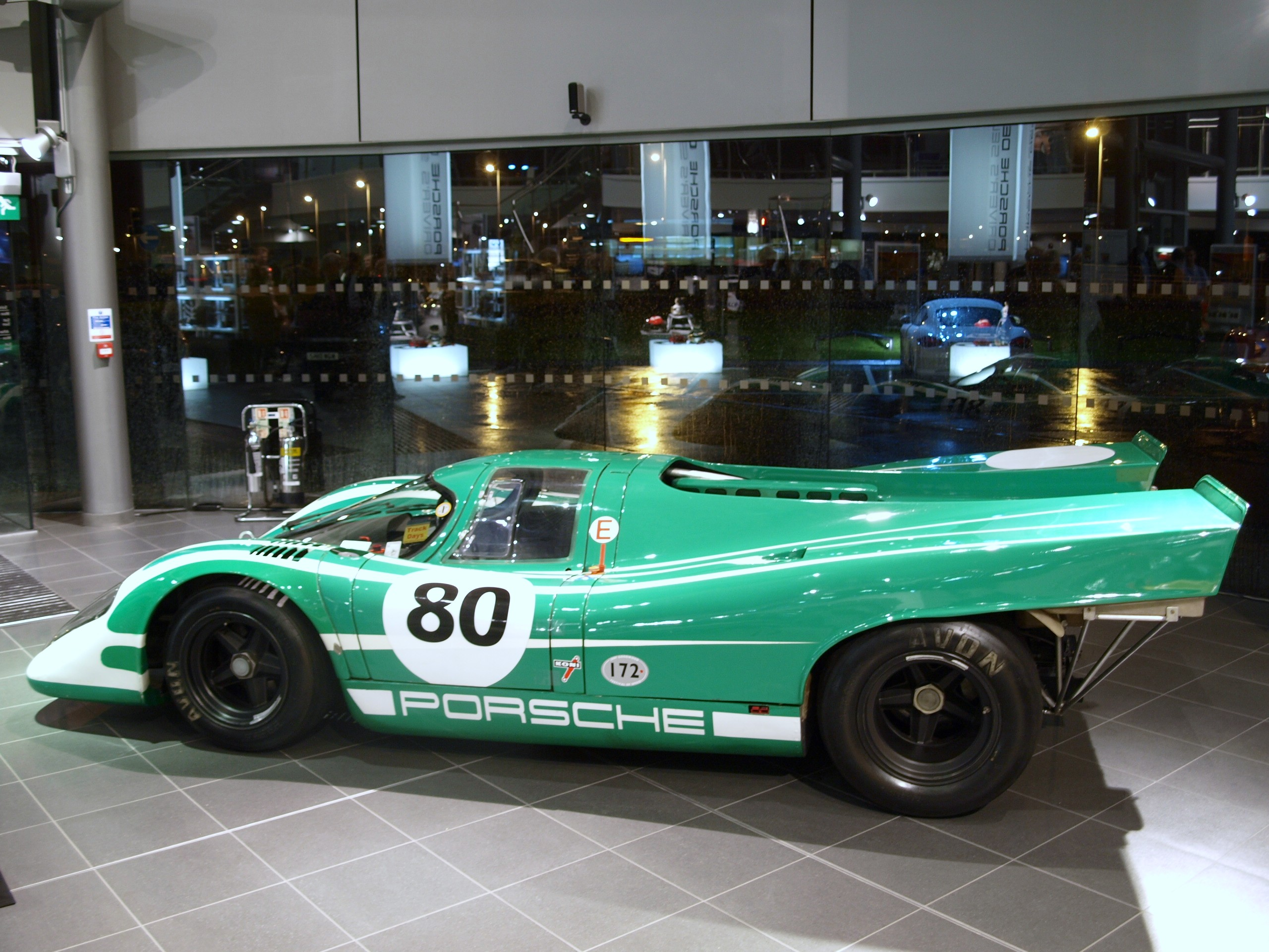 File:Porsche 917 side David Piper.JPG