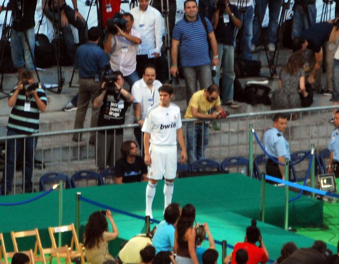 presentación de kaká en el real madrid.jpg