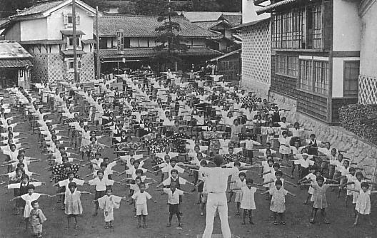 過去の夏休みのラジオ体操の画像