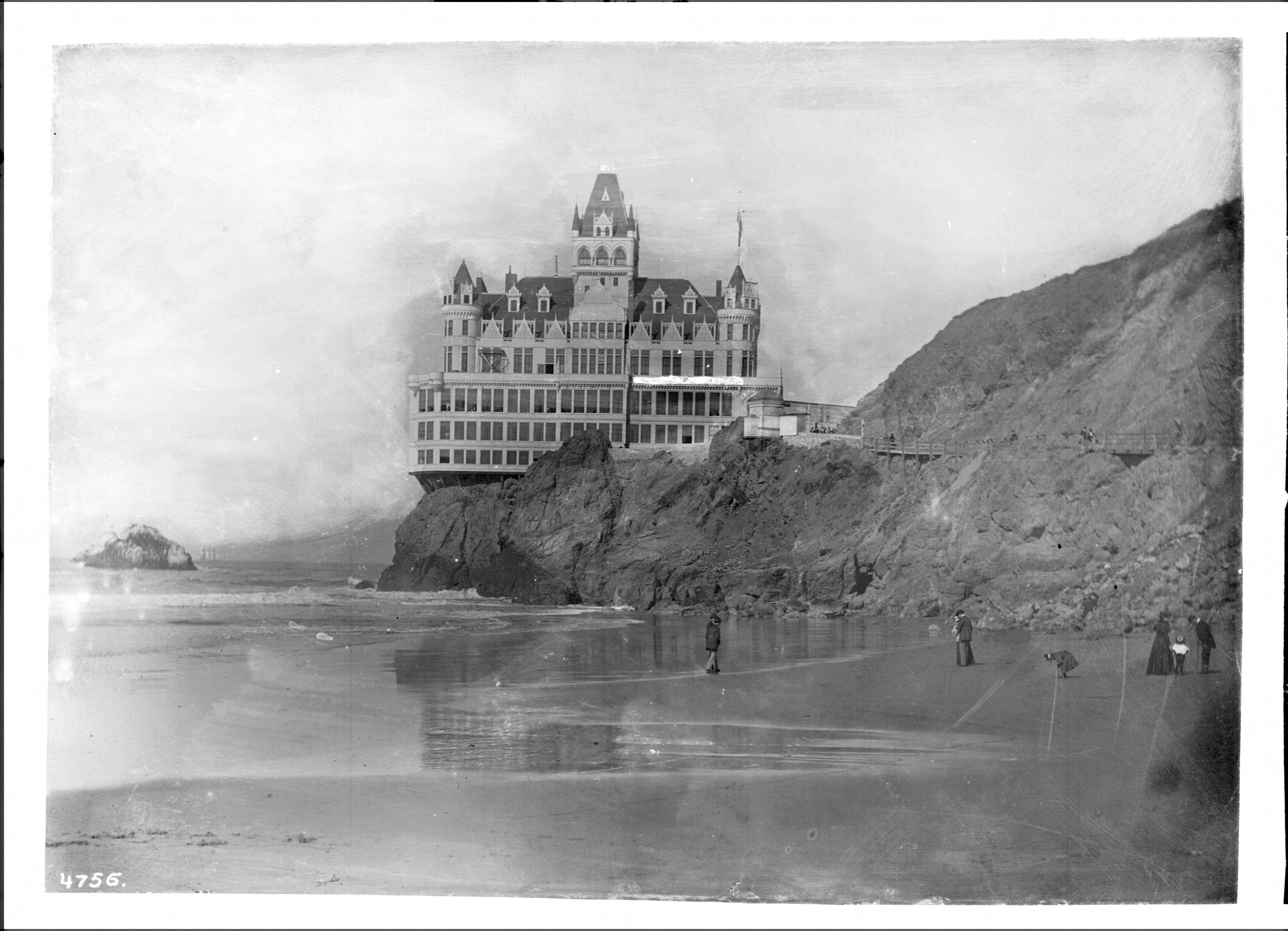 File:San Francisco's Cliff House Restaurant And Seal Rocks