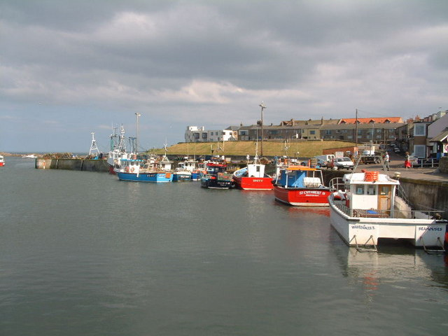 Seahouses harbour - geograph.org.uk - 397721