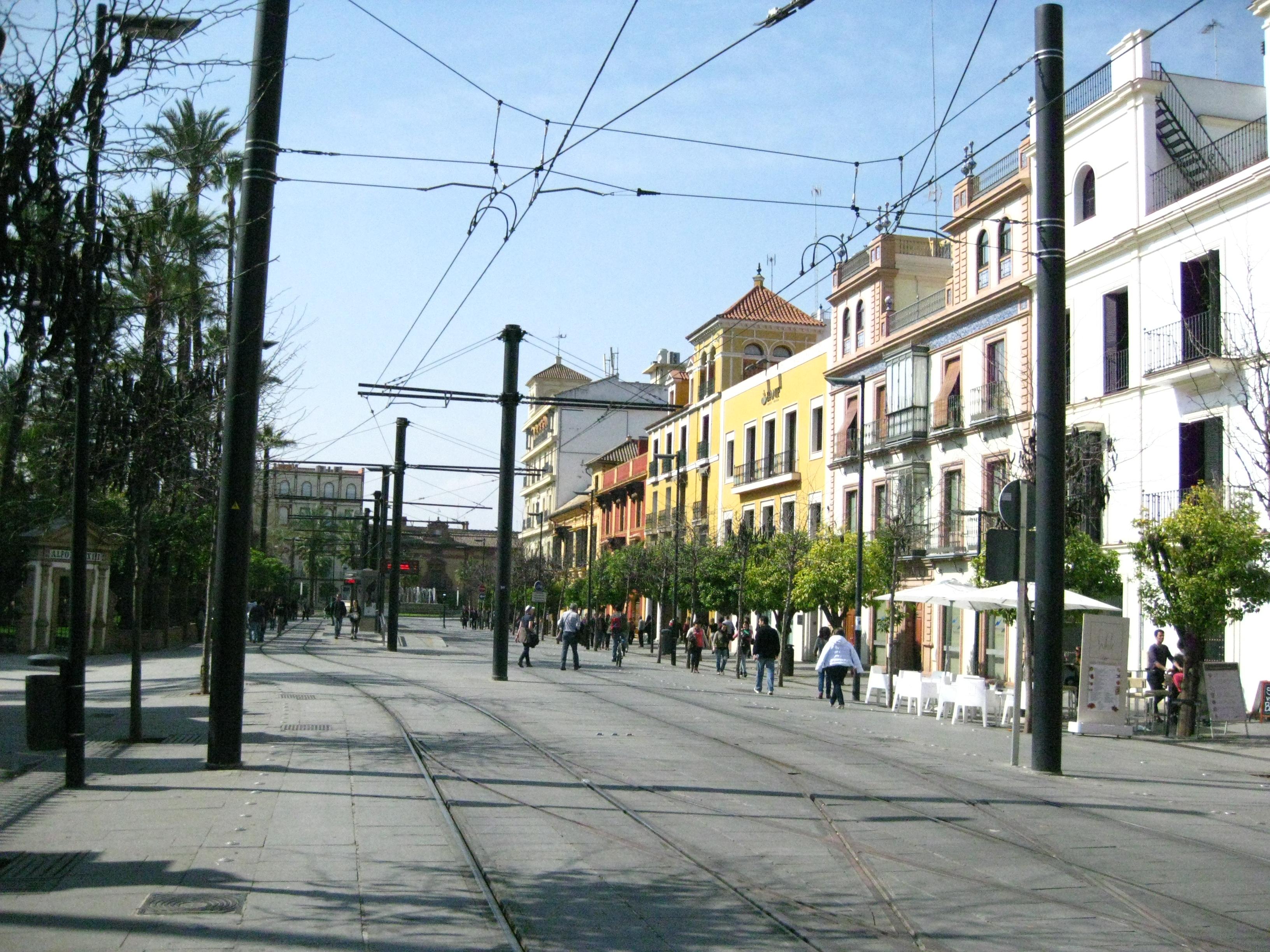 File sevilla calle san fernando y catenarias del metro - Calle correduria sevilla ...