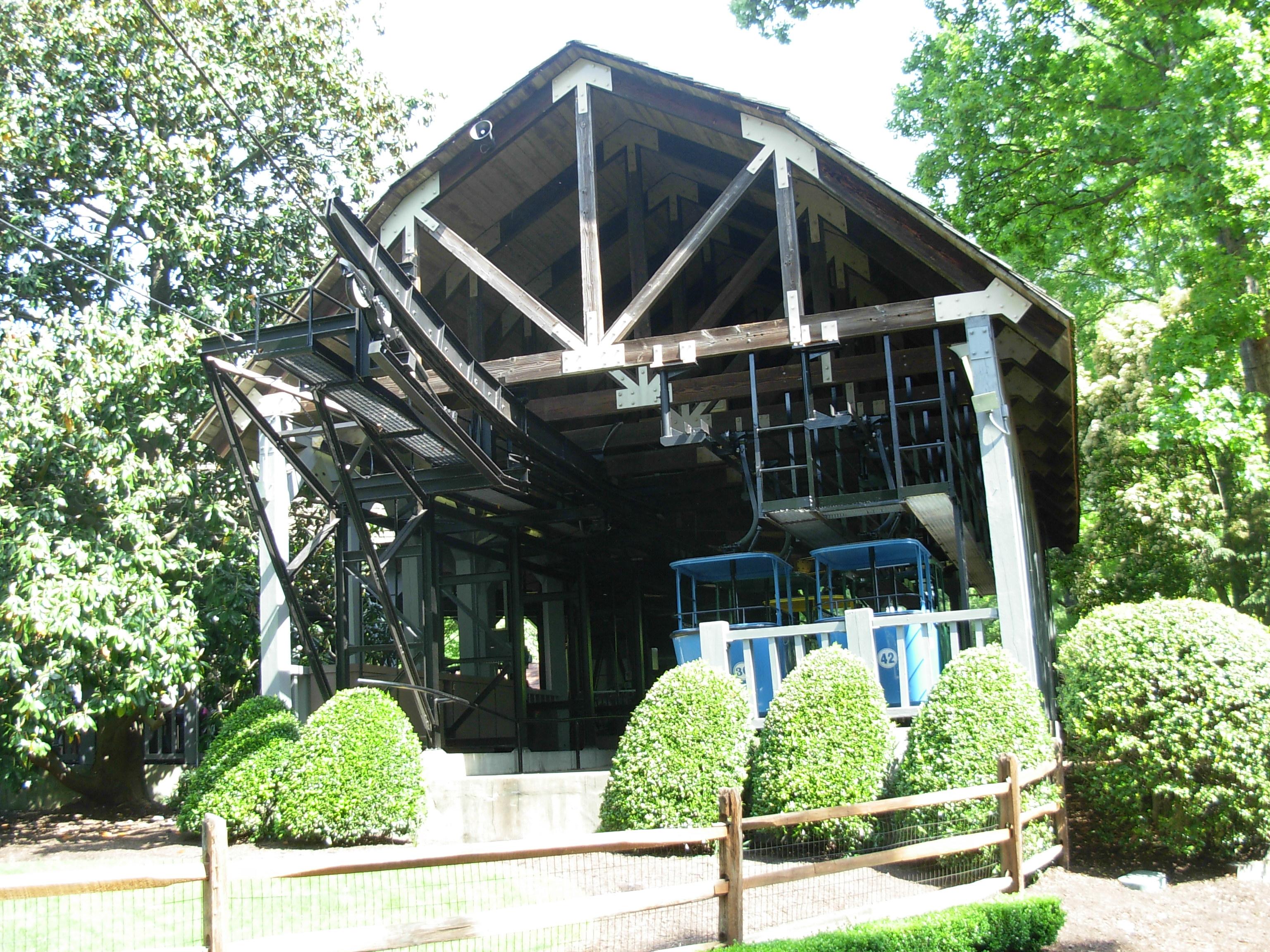 File:Skyride 1 (Busch Gardens Williamsburg)