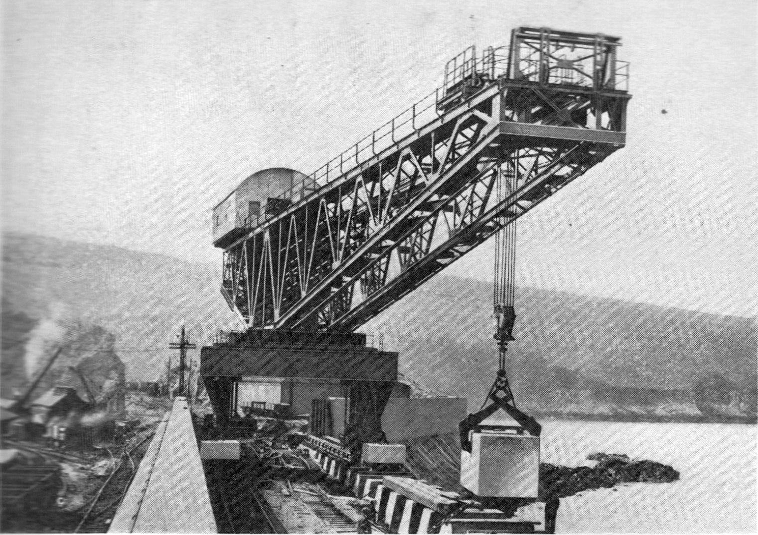File:Stothert & Pitt, block-setting crane (Wonder Book of