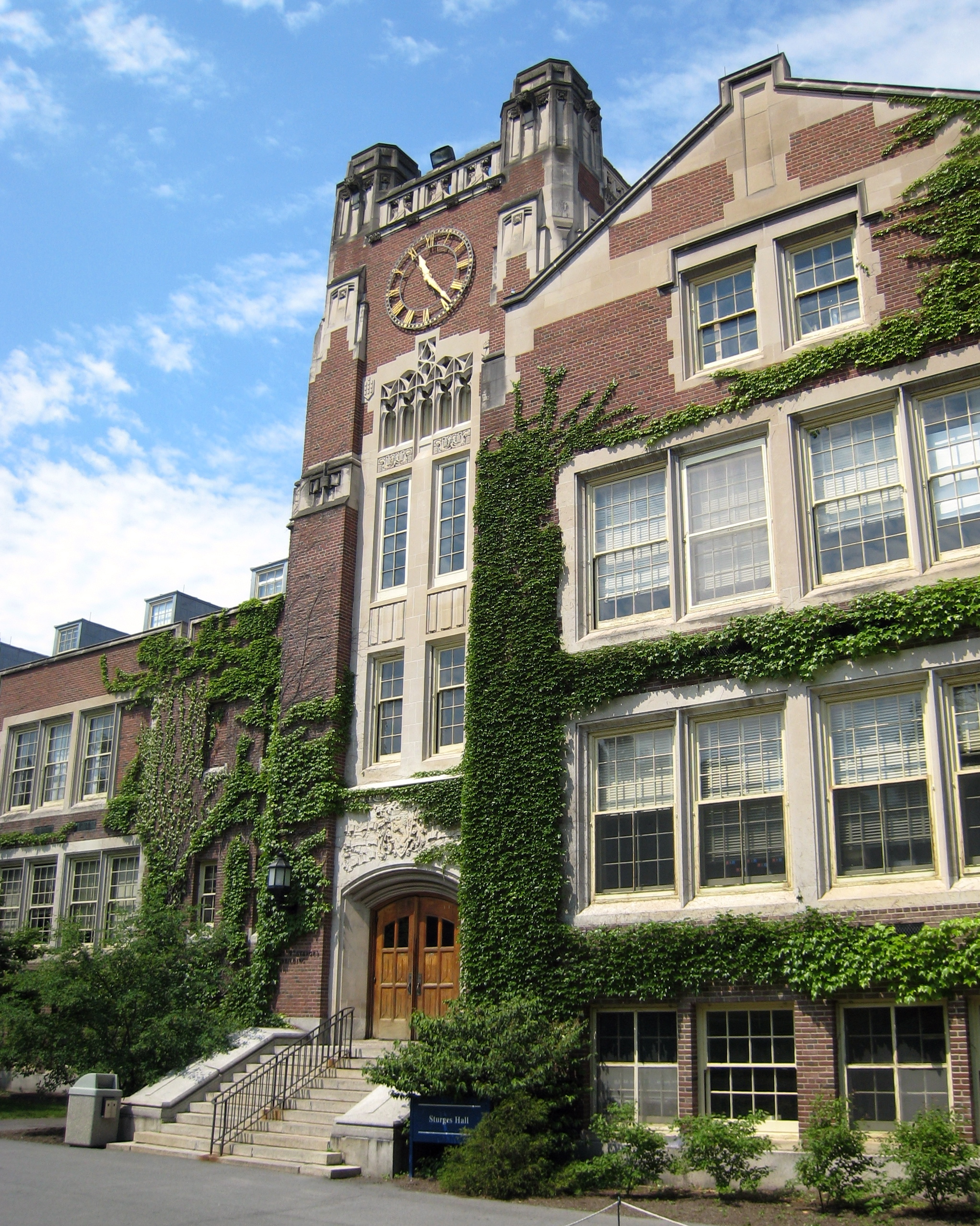 Description Sturges Hall at SUNY Geneseo.jpg
