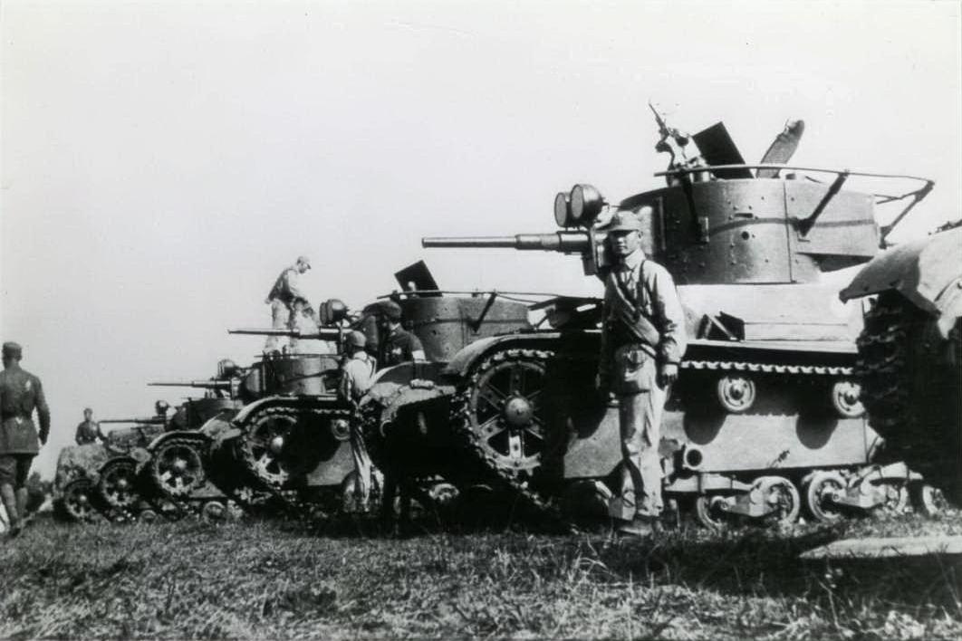 [Secret] Commandement général des troupes de l'Extrême-Orient soviétique T-26_Tanks_at_Hunan