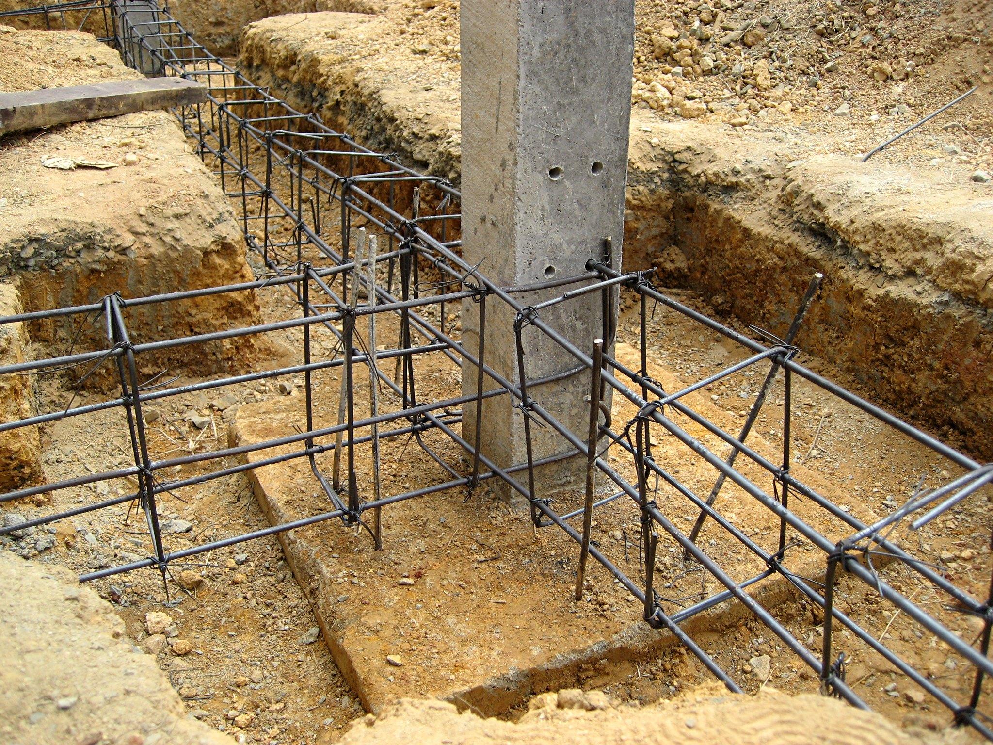 Concrete Pole House : File thai house rear pole rebar g wikimedia commons